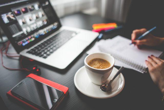 Conseils pratiques pour réussir une vente de services à travers son site Web