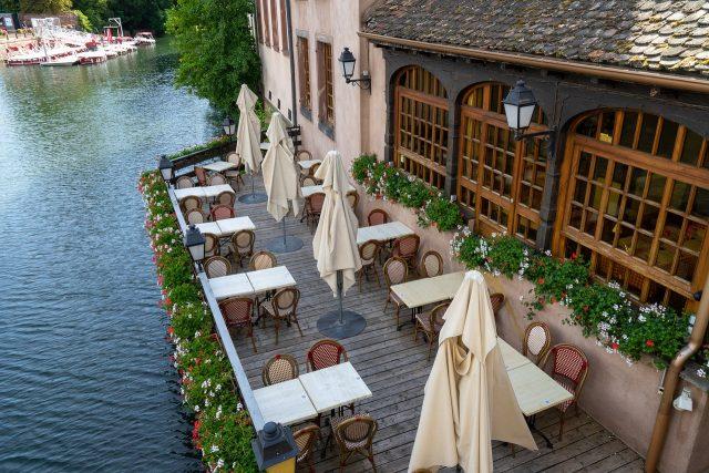 Pourquoi installer une terrasse chauffée dans votre restaurant ?