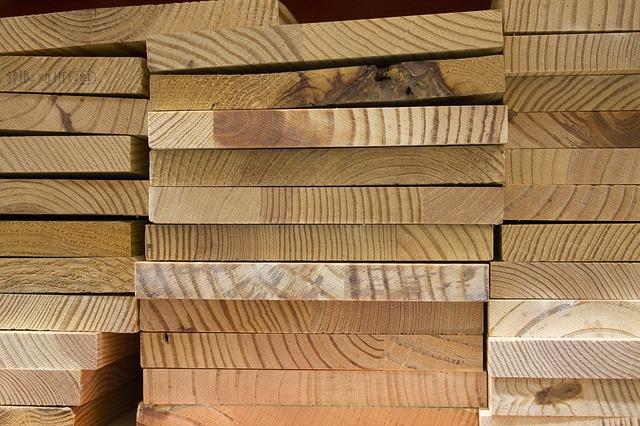 Quelle est la différence entre un charpentier, un menuisier et un bricoleur ?